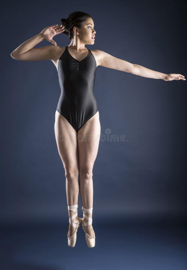 Baletniczy tancerz i gimnastyczka obrazy royalty free