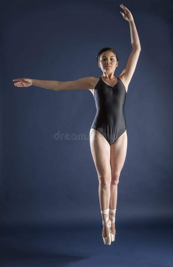 Baletniczy tancerz i gimnastyczka zdjęcie stock