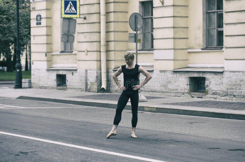 Baletniczy tancerz na ulicie obraz royalty free