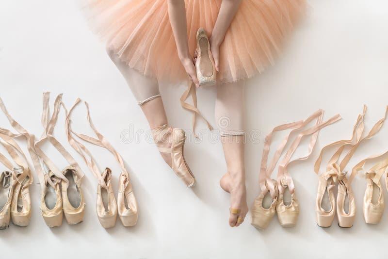 Baletniczy tancerz w studiu obrazy stock