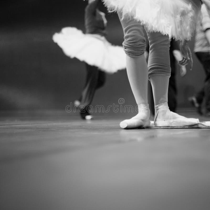 Baletniczy tancerze w powtórce obraz stock
