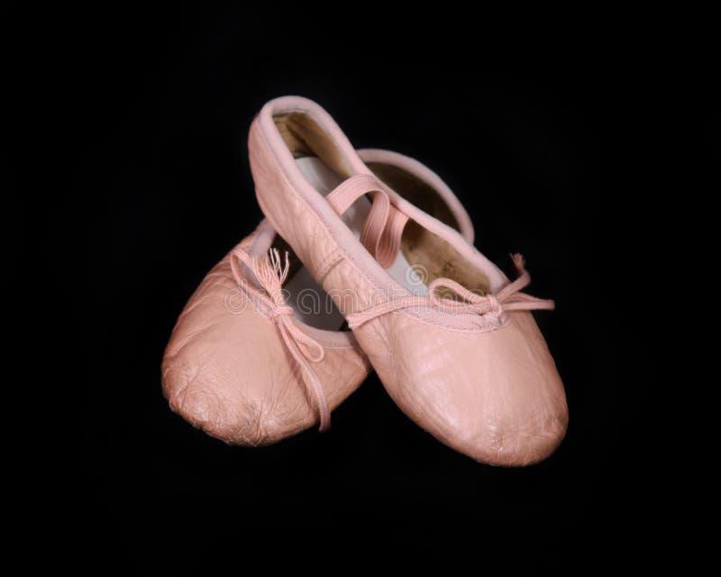 balettbarn s shoes slitet royaltyfri foto