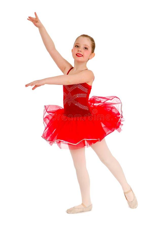 Balettdansör Child i röd ballerinakjol arkivbild
