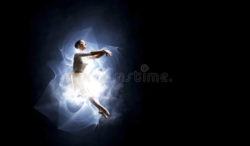Balettdansör i hopp royaltyfri foto