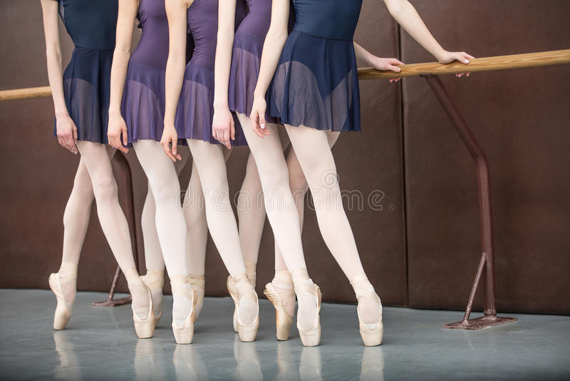 balettdansörer fem royaltyfria bilder