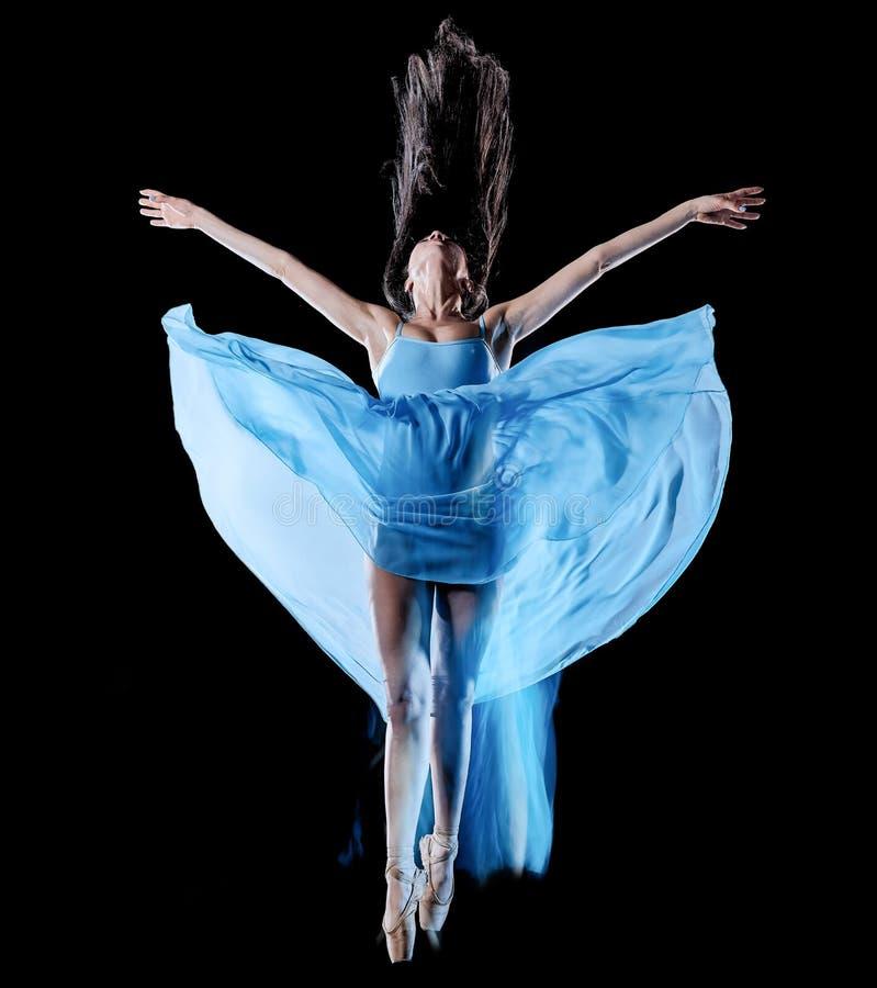 Balettdans?r f?r ung kvinna som dansar isolerad svart bakgrundsljusm?lning royaltyfri foto
