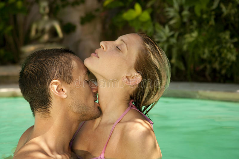 Bali 1 Kissing in Pool stock photography