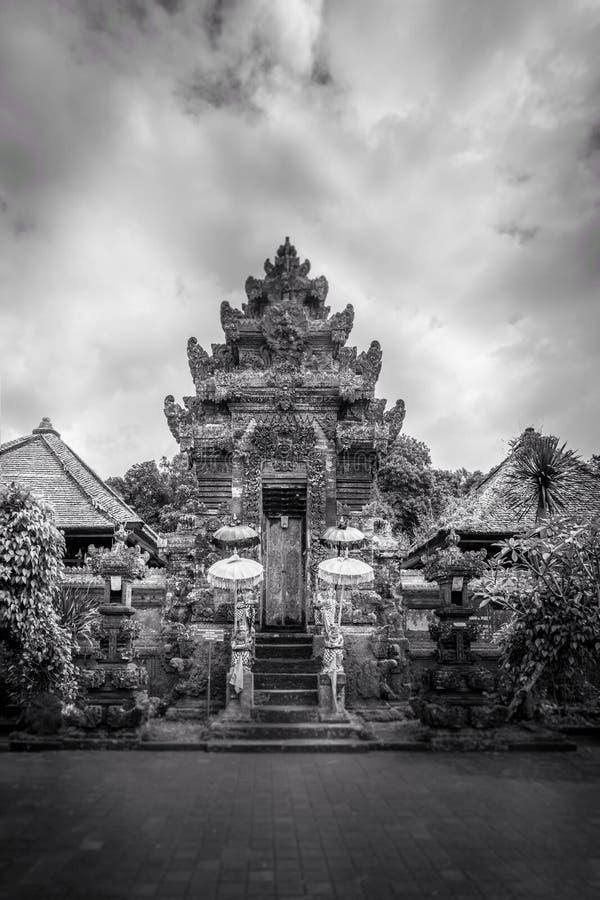 bali härligt tempel arkivbilder