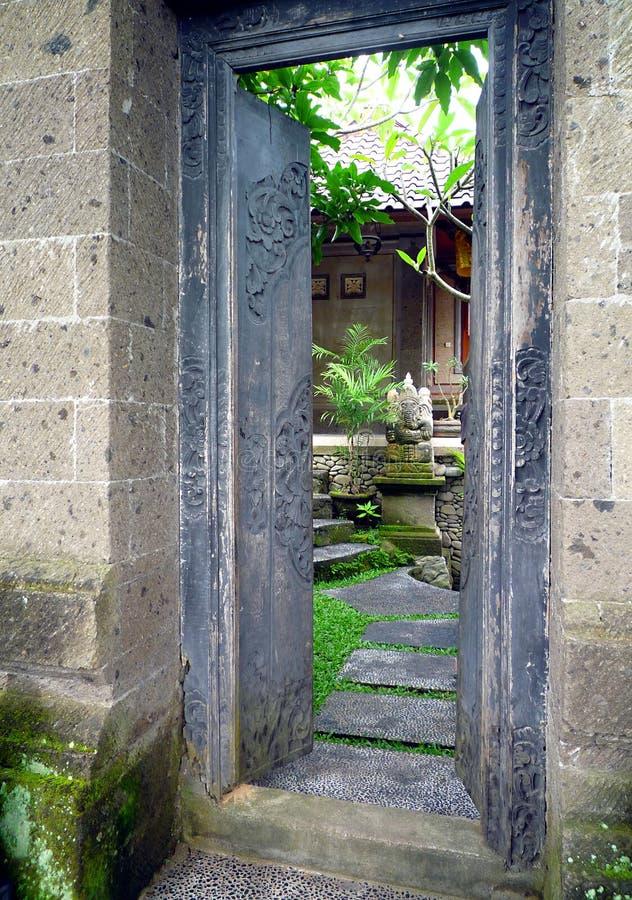 Bali-Haus- und Garteneingang lizenzfreies stockbild