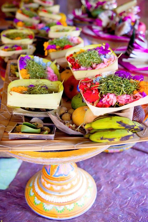 Bali hinduiska Offerings för Galungan ceremoni royaltyfri fotografi