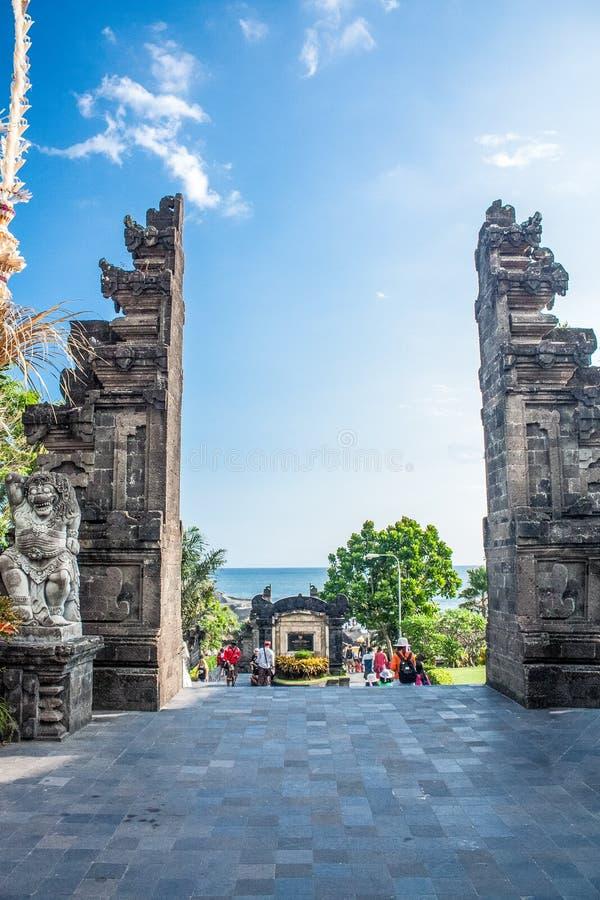 Bali/Indonésia, em agosto de 2017: Templo um do lote de Tanah das portas foto de stock royalty free