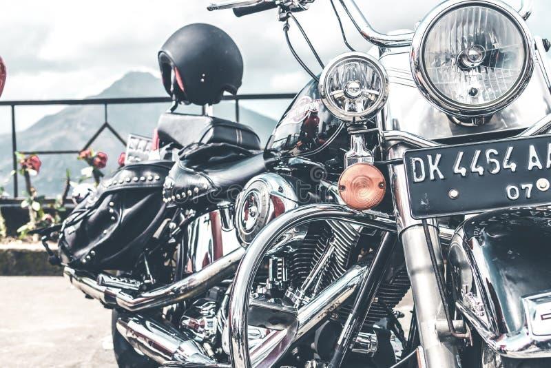 BALI, INDONÉSIE - 12 AOÛT 2018 : Motos de Harley Davidson sur le stationnement près du volcan de Batur photos stock