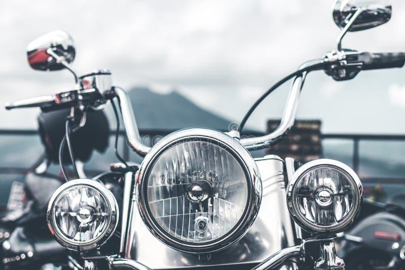 BALI, INDONÉSIE - 12 AOÛT 2018 : Motos de Harley Davidson sur le stationnement près du volcan de Batur photo libre de droits