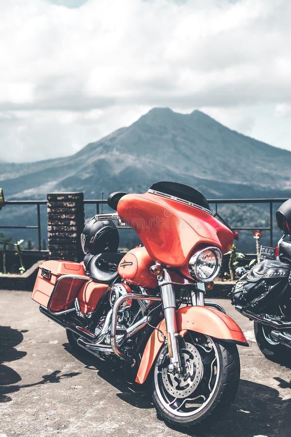 BALI, INDONÉSIE - 12 AOÛT 2018 : Motos de Harley Davidson sur le stationnement près du volcan de Batur image libre de droits