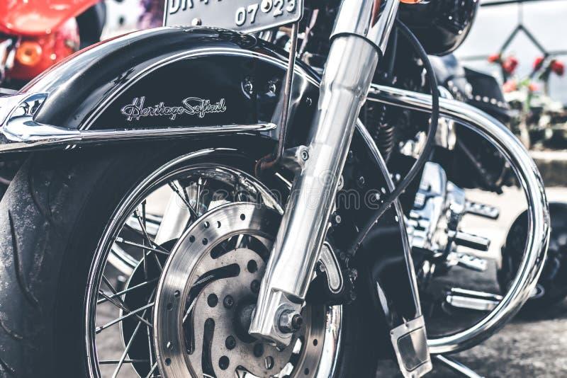 BALI, INDONÉSIE - 12 AOÛT 2018 : Motos de Harley Davidson sur le stationnement près du volcan de Batur images stock