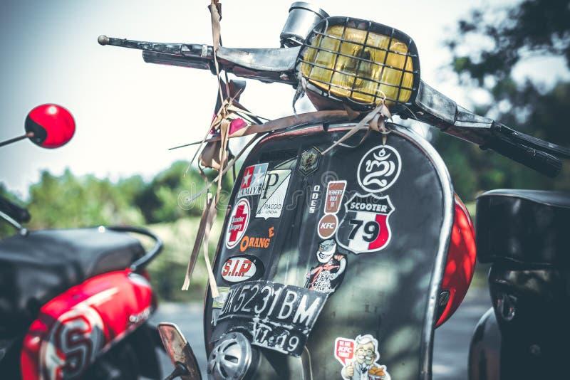 BALI, INDONÉSIE - 17 AVRIL 2018 : Plan rapproché de scooter de vintage sur la rue, aucune personnes images stock