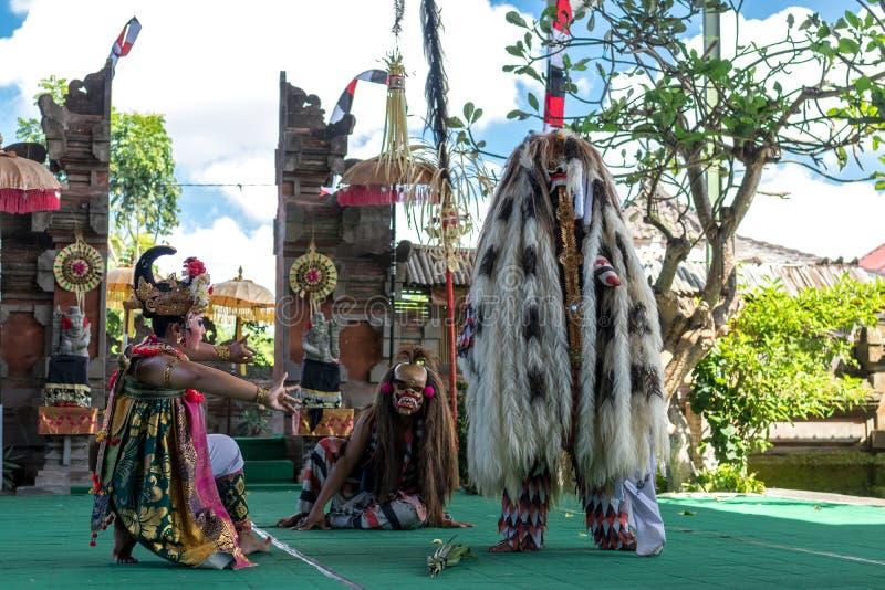 BALI, INDONESIA - 5 DE MAYO DE 2017: Danza de Barong en Bali, Indonesia Barong es una danza religiosa en Bali basó en el grande imágenes de archivo libres de regalías