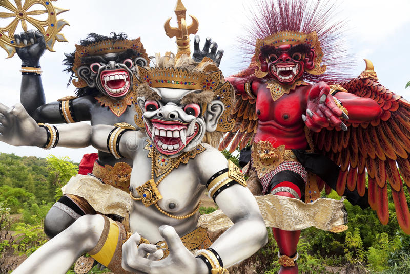 bali indonesia ogohstatyer arkivfoton