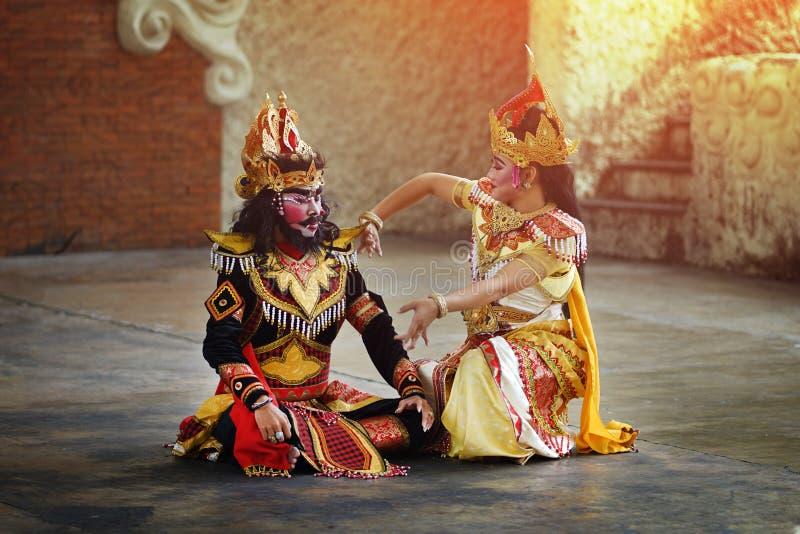 BALI INDONESIEN - 6 JUNI 2018: Traditionell Balinese Art Performa royaltyfria foton
