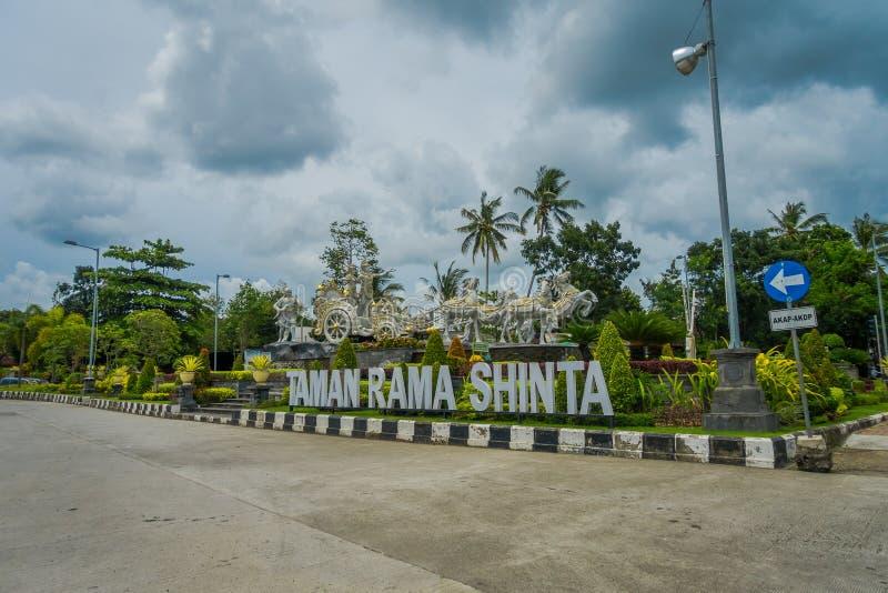 BALI, INDONESIEN - 8. MÄRZ 2017: Taman Telajakan jalan Dan rama sinta Statue im Terminal-mengwitani, herein gelegen stockfotos