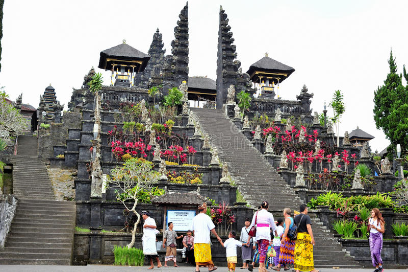 BALI INDONESIEN 28 MAJ 2015: Modertemplet av Bali arkivbild