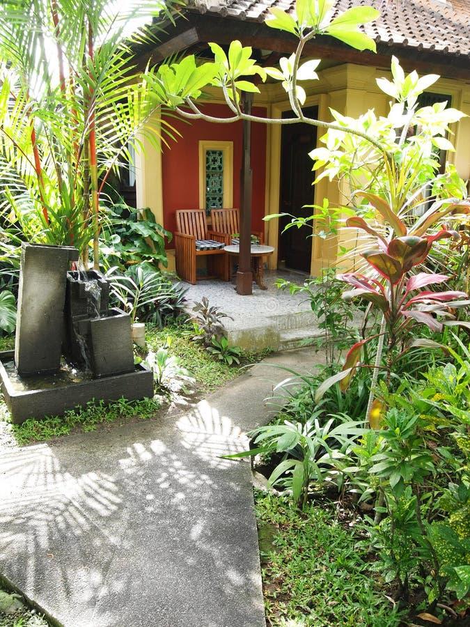bali trädgårds- uteplatssemesterort royaltyfri bild