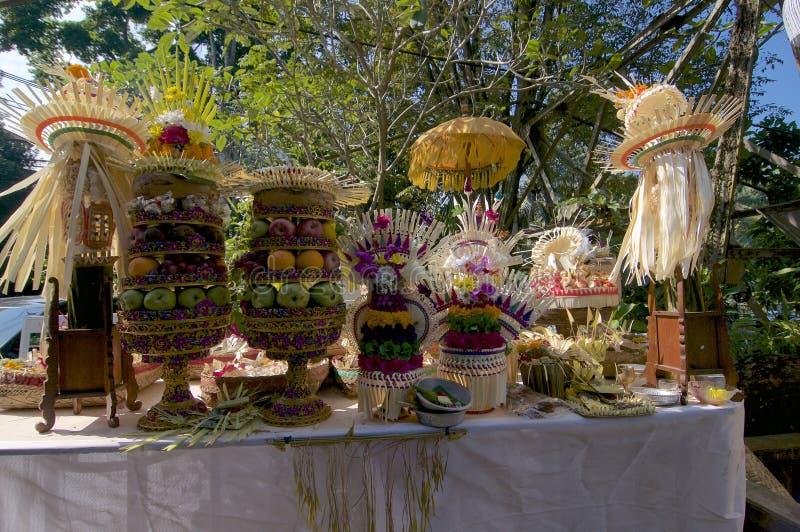 Balijczyk tradycyjne ceremonialne ofiary w Ubud fotografia royalty free