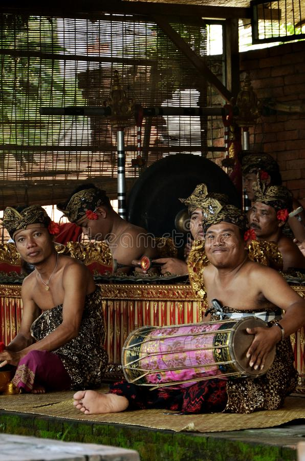 Balijczyka muzyk ono Uśmiecha się przy kamerą obraz stock