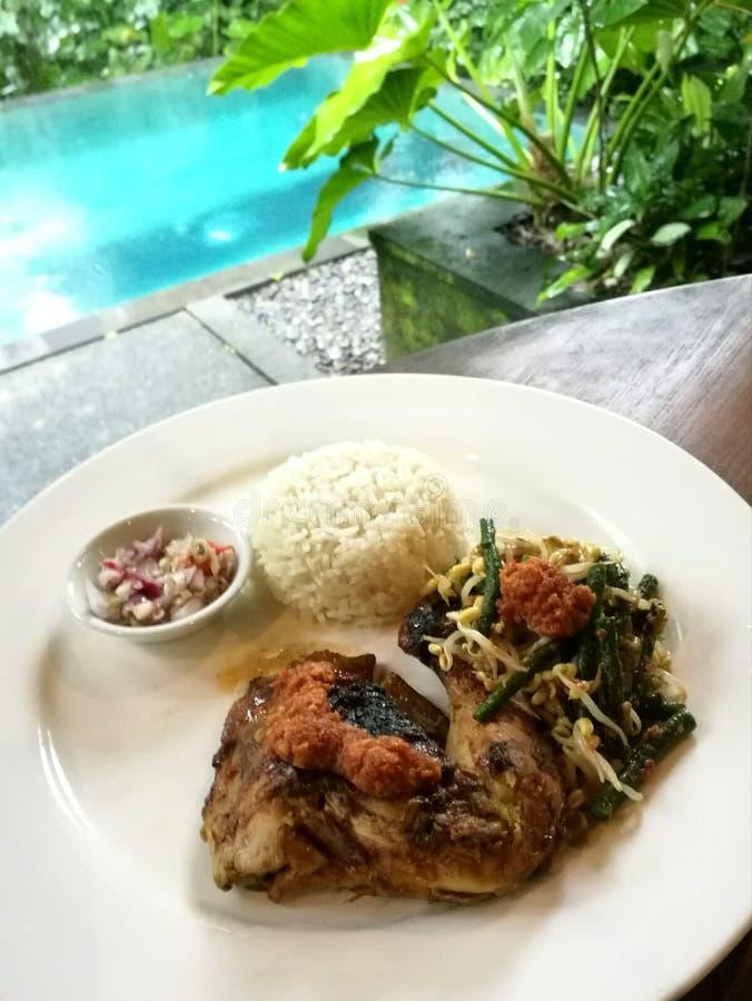 Balijczyka pieczonego kurczaka noga z pikantność zdjęcia royalty free
