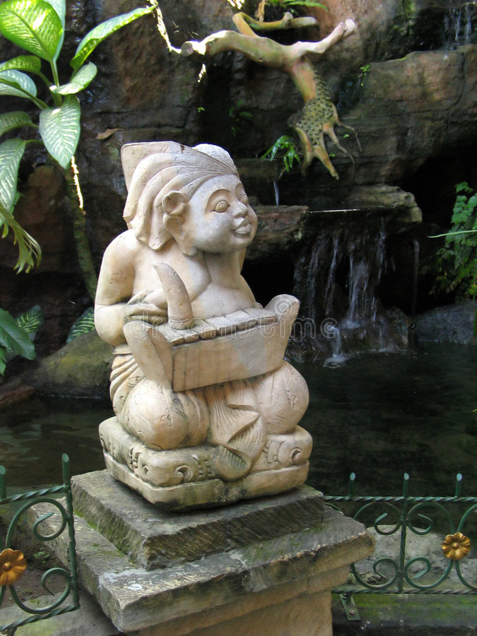 Download Balinees Hindoes Standbeeld Stock Foto - Afbeelding bestaande uit beeldhouwwerk, cijfer: 28926