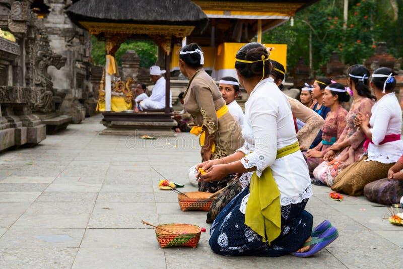 Balinese ceremonie in de tempel royalty-vrije stock foto's