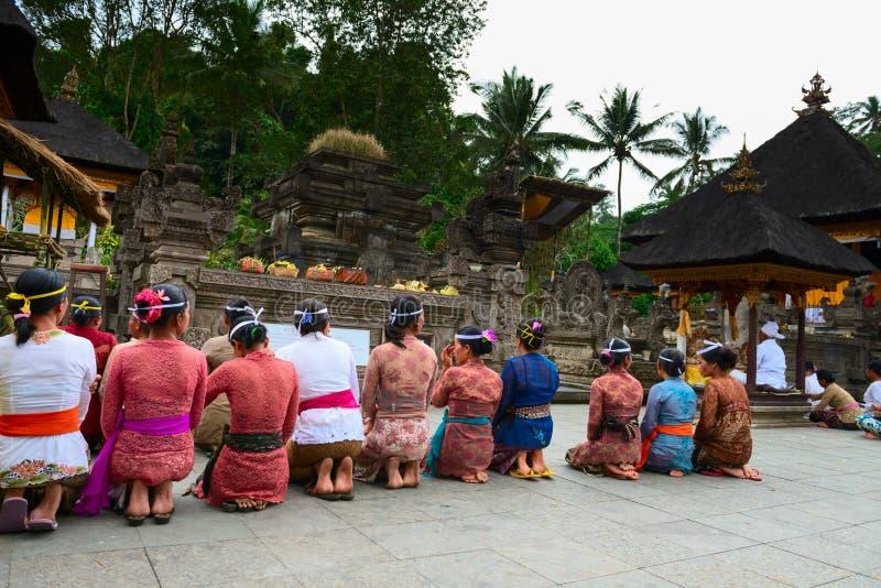Balinese ceremonie in de tempel stock fotografie