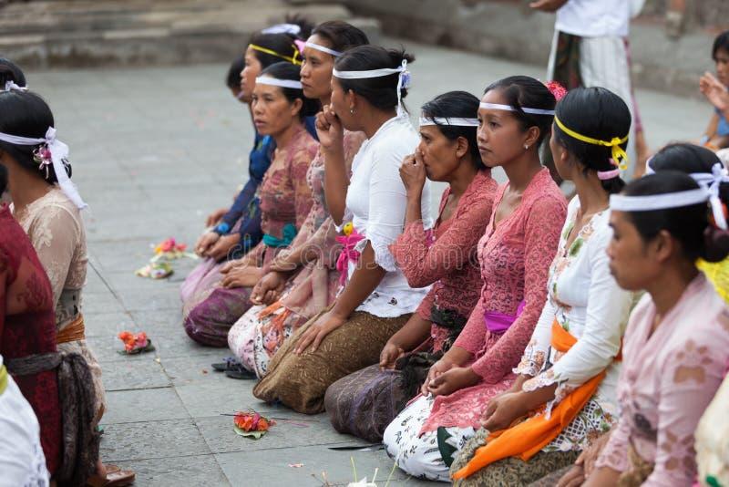 Balinese ceremonie in de tempel royalty-vrije stock fotografie