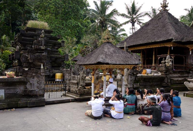 Balinese Hindus fotografering för bildbyråer