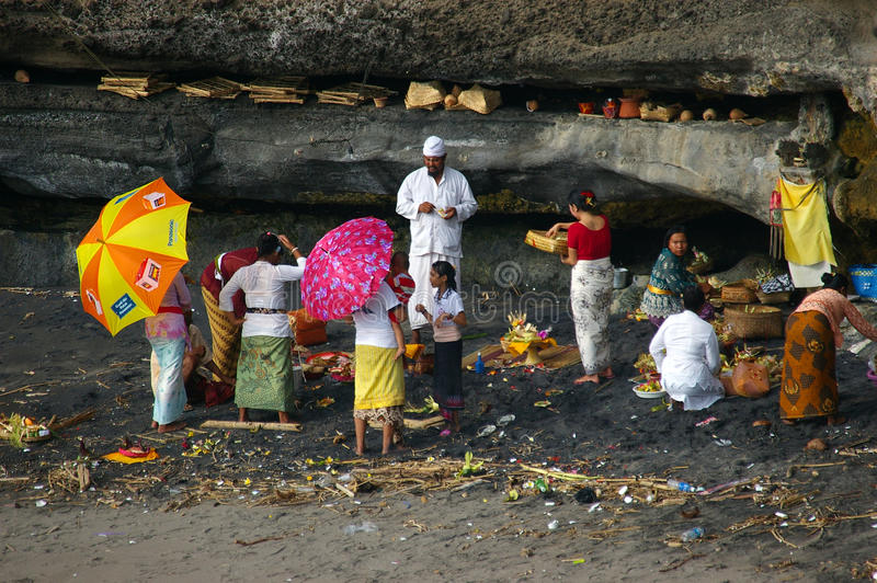 Download Balinese Pilgrims At Tanah Lot Temple Editorial Photo - Image: 17331906