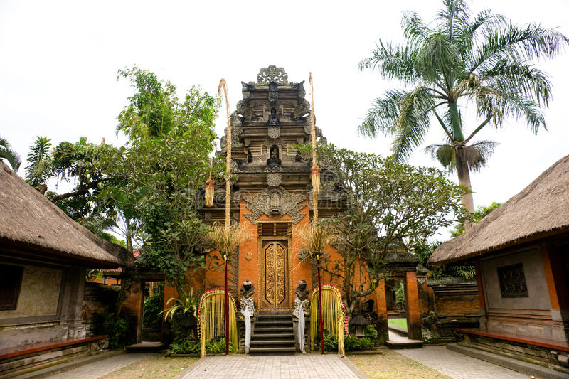 Balinese-Tempeleingang in Ubud, Bali, Indonesien. stockbilder