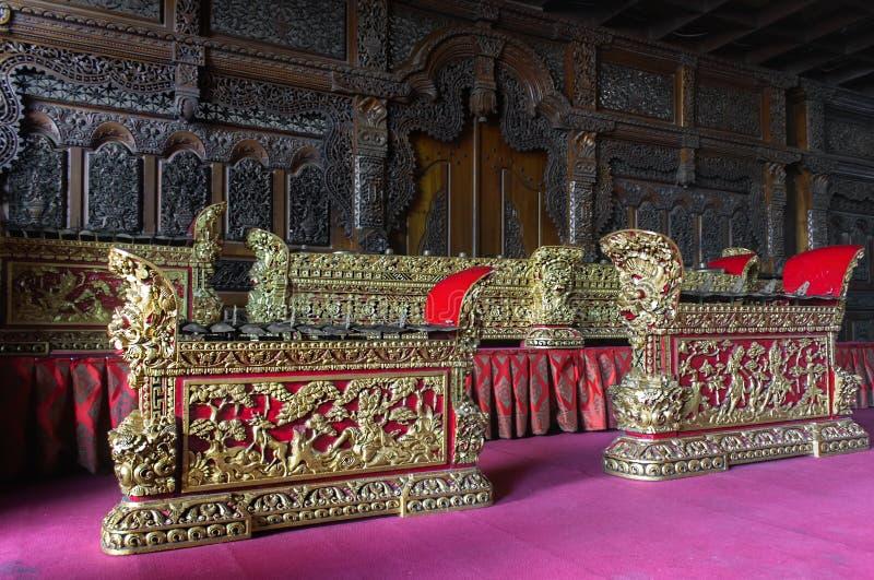 Balinese tradizionale Gamelan che è tenuto sulla balla Banjar immagini stock