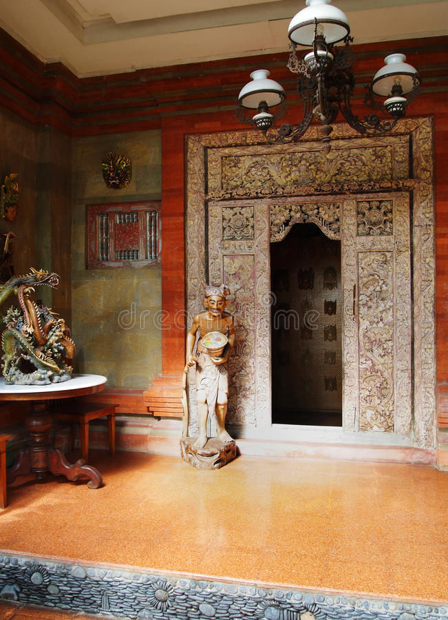 Balinesehaus-Haustürmethode lizenzfreie stockfotos
