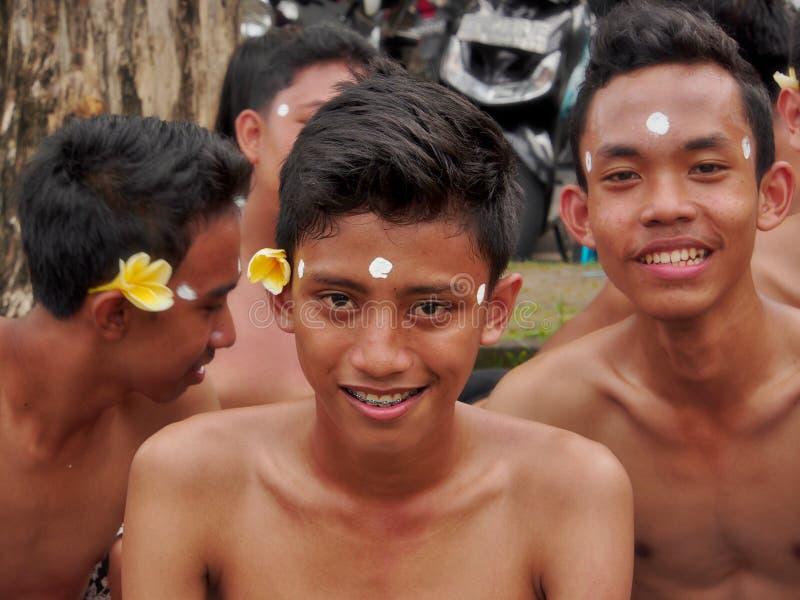 Balinesepojkar arkivbilder