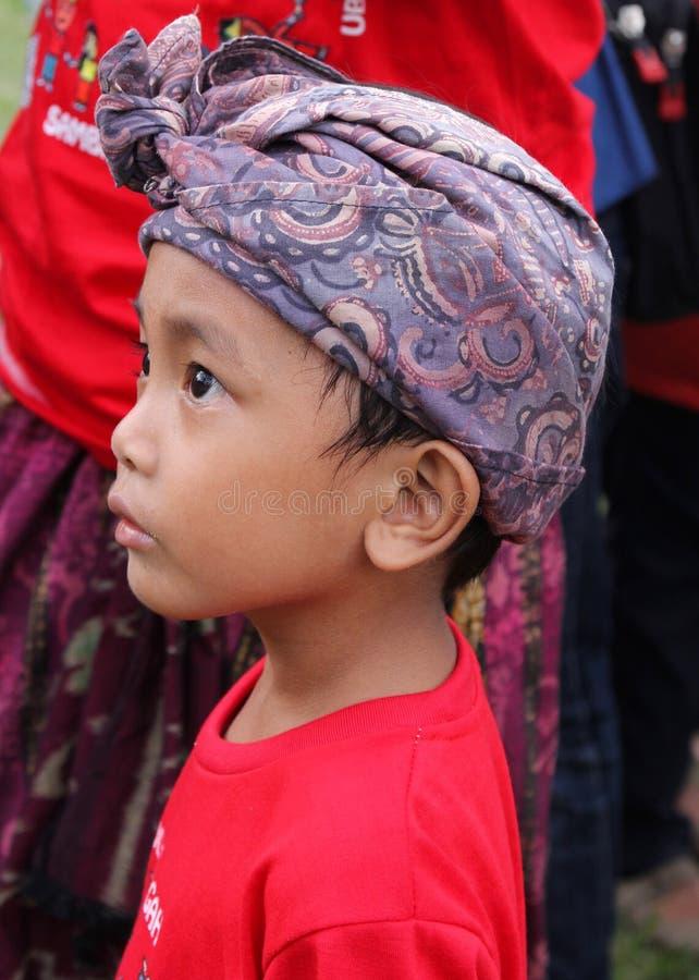 Balinesepojke på den Nyepi festivalen royaltyfria foton