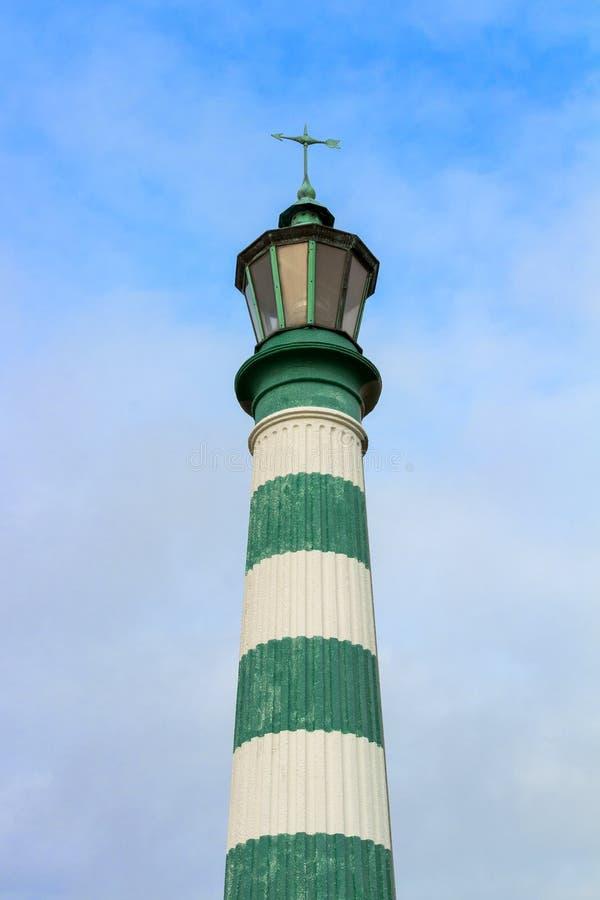 Balise légère rayée au port de Vlaardingen photographie stock libre de droits