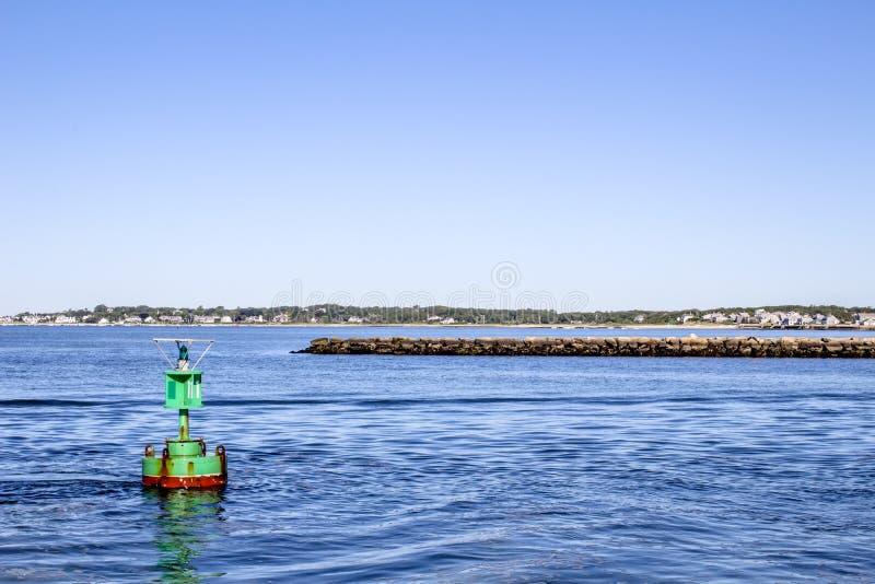 Balise sur l'océan photographie stock