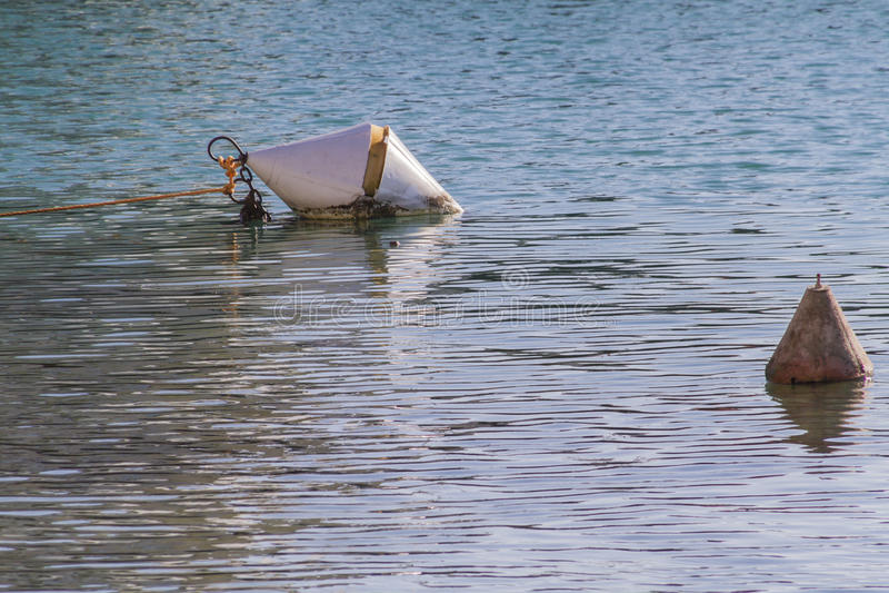 Balise sur le lac images libres de droits