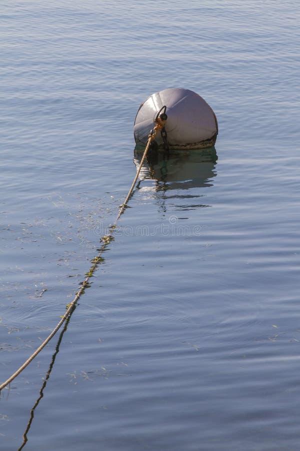 Balise sur le lac photographie stock