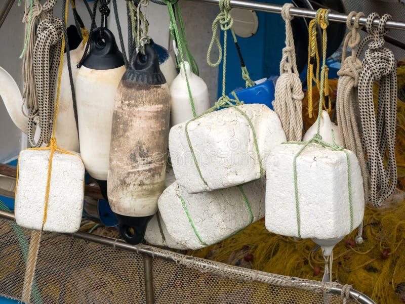 Balises sur un bateau de pêche photo stock