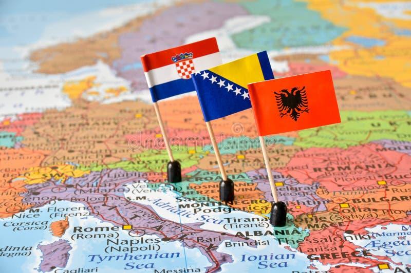 Balkans, översikt och flaggor av Albanien, Bosnien och Hercegovina royaltyfri foto
