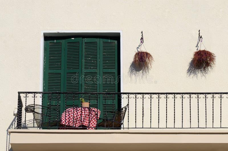 Balkon des alten Hauses in der traditionellen Mittelmeerart, Zypern stockbild