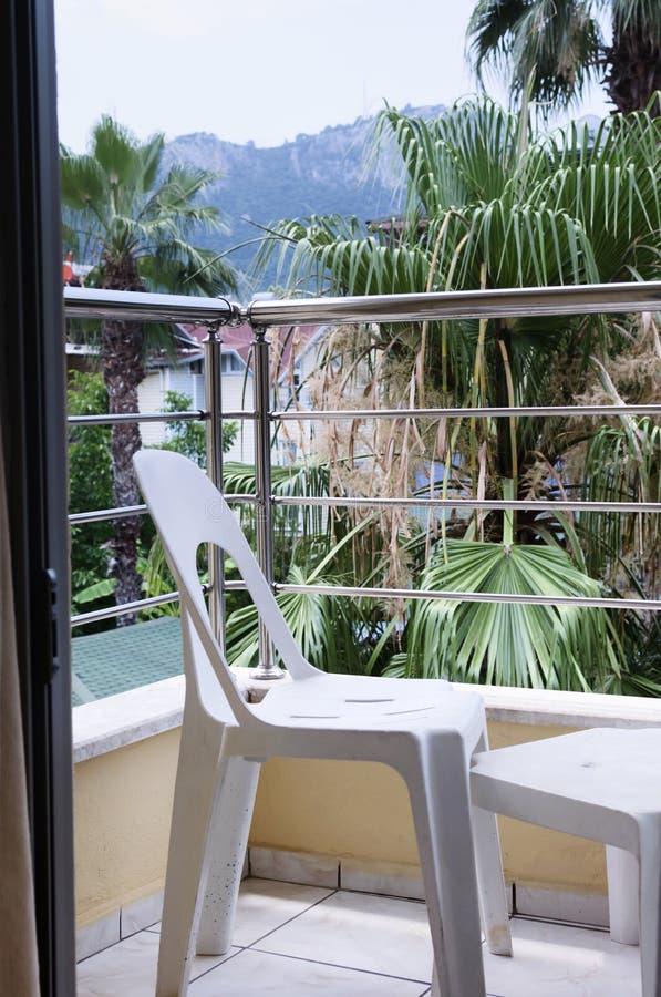 Balkon des Erholungsortes, Ansicht vom Fenster lizenzfreie stockfotografie