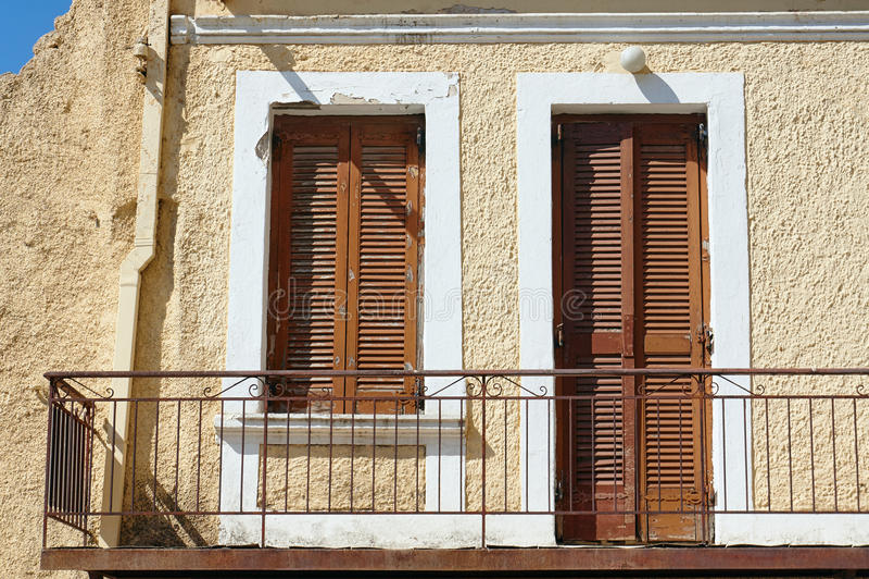 Balkon in einem alten Gebäude lizenzfreie stockfotografie