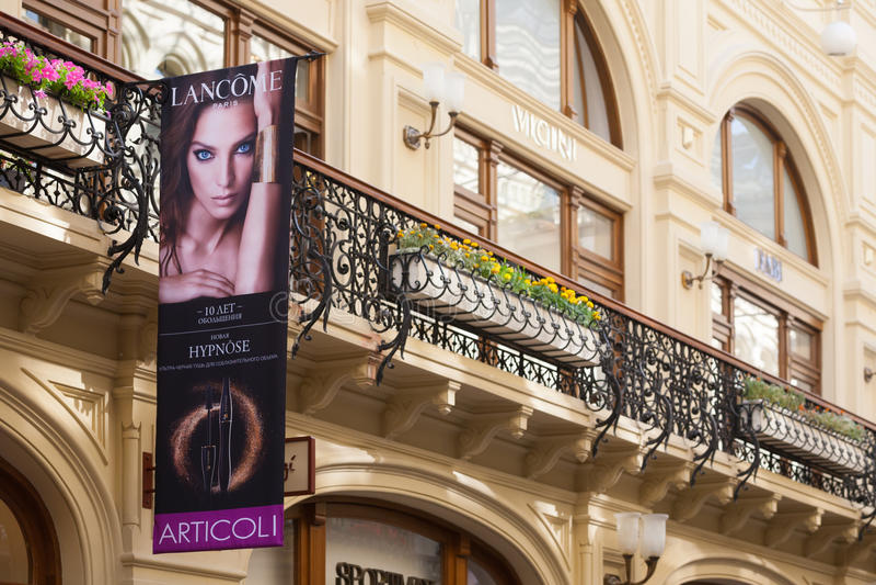 Balkon i reklamowy plakat w GUMOWYM sklepie zdjęcia royalty free